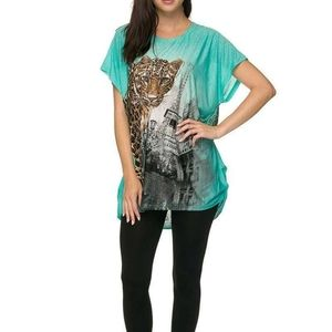 Green shirt with a leopard,Effel tower and stones